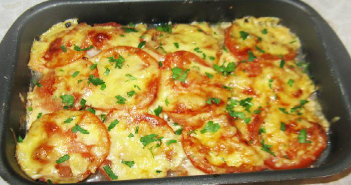 Ароматная запеченная печень с помидорами