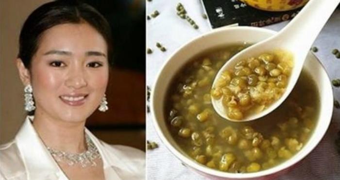 52-летняя нестареющая красавица из Китая делится своими антивозрастными секретами, и этим простым кухонным ингредиентом!