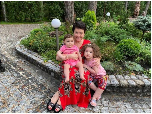 Улыбка одинаковая: 81-летний Эммануил Виторган поразил сходством с младшей дочерью