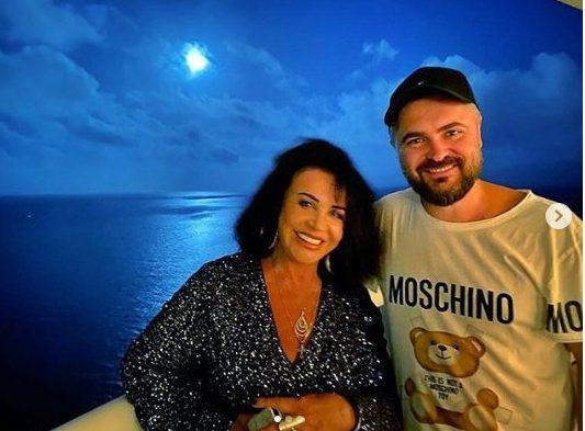 69-летняя Надежда Бабкина провела отпуск с молодым возлюбленным. Снимок с места события