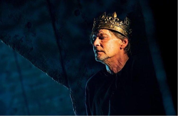 Профиль царский. Изменившийся до неузнаваемости Александр Домогаров вернулся на сцену после долгого перерыва