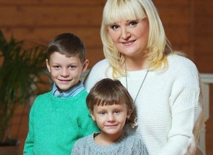 Маргарита Суханкина из «Миража» 8 лет назад усыновила 2 детей: вот как сложилась их жизнь и судьба