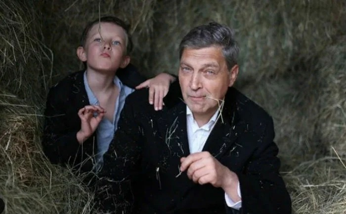 Вот как живет и выглядит 13-летний сын Александра Невзорова, который никогда не ходил в школу