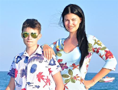 Такой же красивый, как мама: вот как выглядит «особенный» 18-летний сын Максима Щеголева