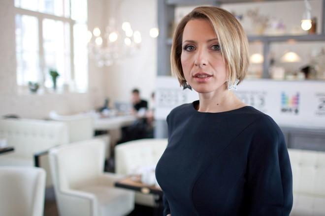 «Мужские плечи, полные ноги»: Яна Чурикова подверглась критике за фото в купальном костюме