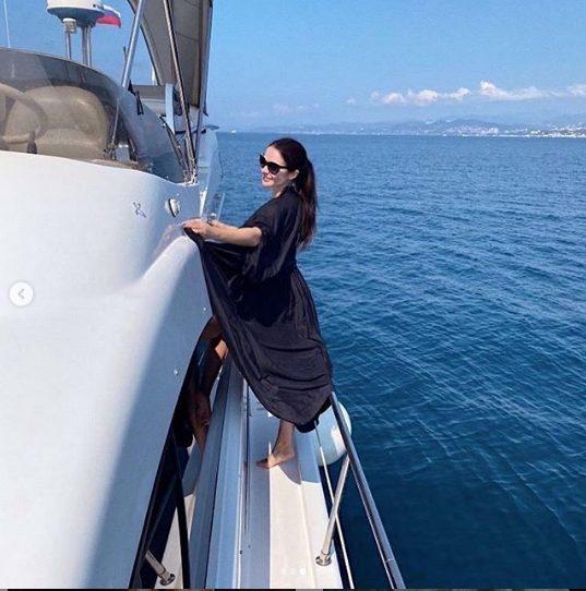 Дряблые руки, без форм. 38-летнюю Александрову раскритиковали за фигуру на яхте