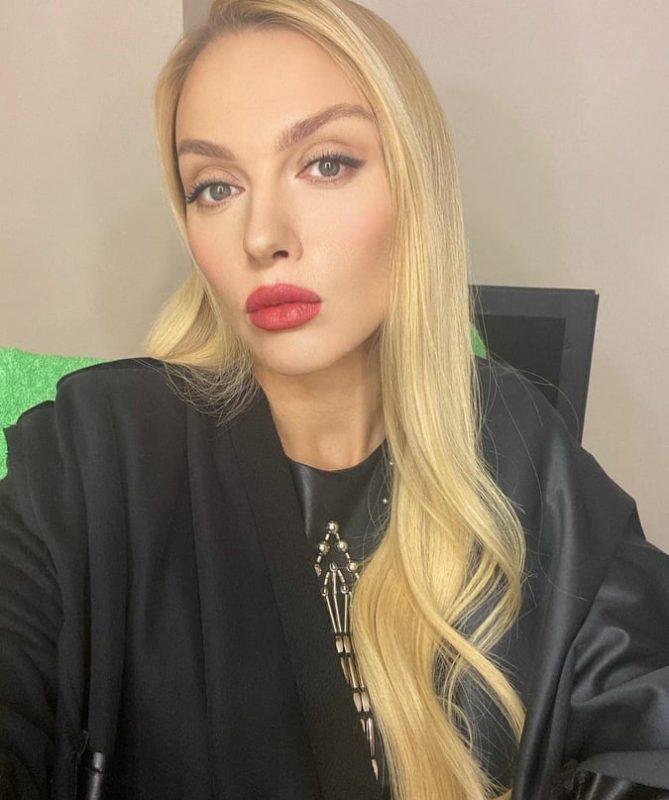Полякова все же показала себя без косметики, чем и разочаровала поклонников