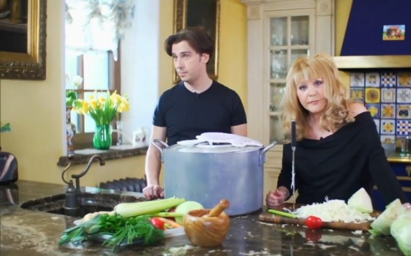 Вот как выглядит кухня Аллы Борисовной и какие коронные блюда она любит преподносить гостям