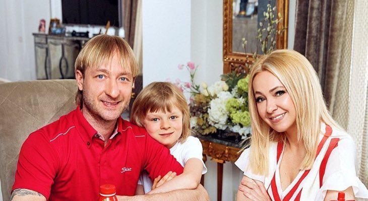"""""""Еще один гномик подрастает!"""": подписчики pacкритиковали новый снимок детей Рудковской"""