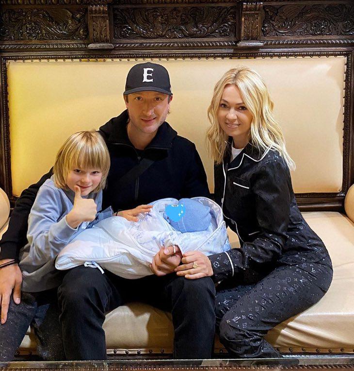 У Плющенко и Рудковской появился сын, вот почему Яна захотела завести ещё одного ребенка