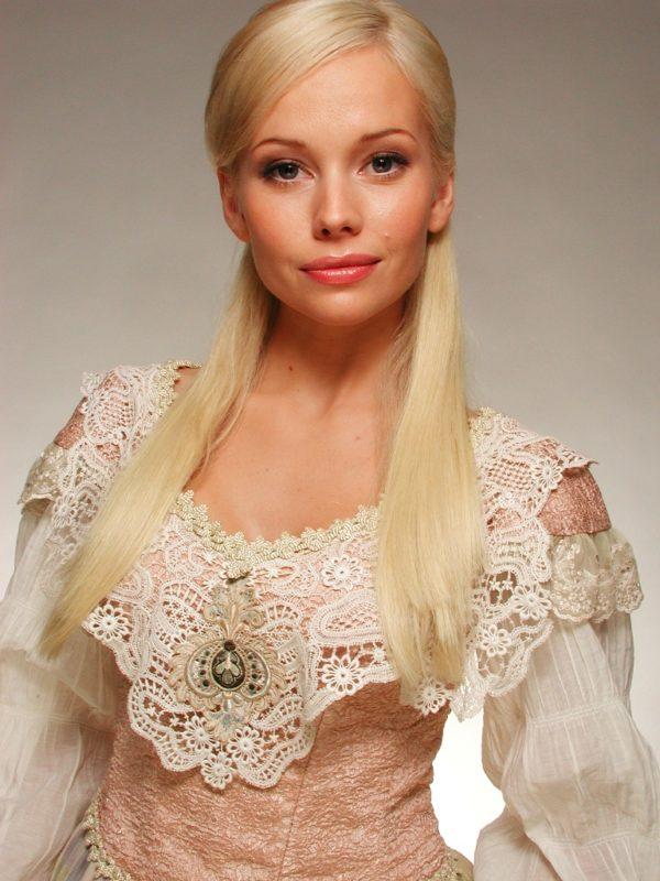 Выглядит как юная девочка. 48-летняя Корикова поделилась новым фото после долгого перерыва