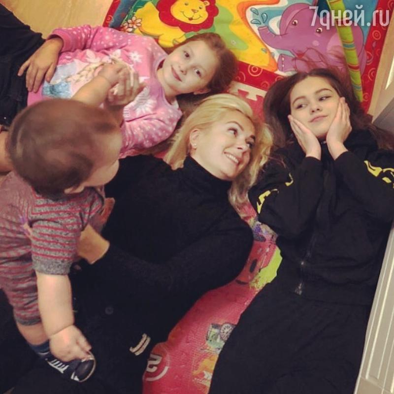 «Мой мальчик уже подрос»: актриса Мария Порошина похвасталась новым снимком сына