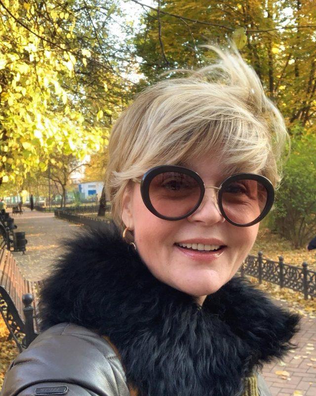 «Всё больше становится похожей на маму»: новое фото Юлии Меньшовой с морщинами и увядшей кожей