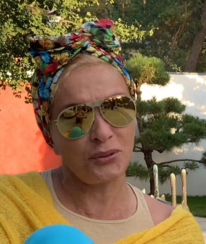 Без макияжа и парика. Поклонники сравнили 66-летнюю Вайкуле с Пугачевой