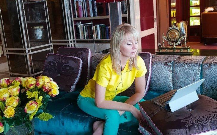 «Мрамор, кожа угря...всё супер дорого и захламлено!»: Пригожин и Валерия показали свои апартаменты