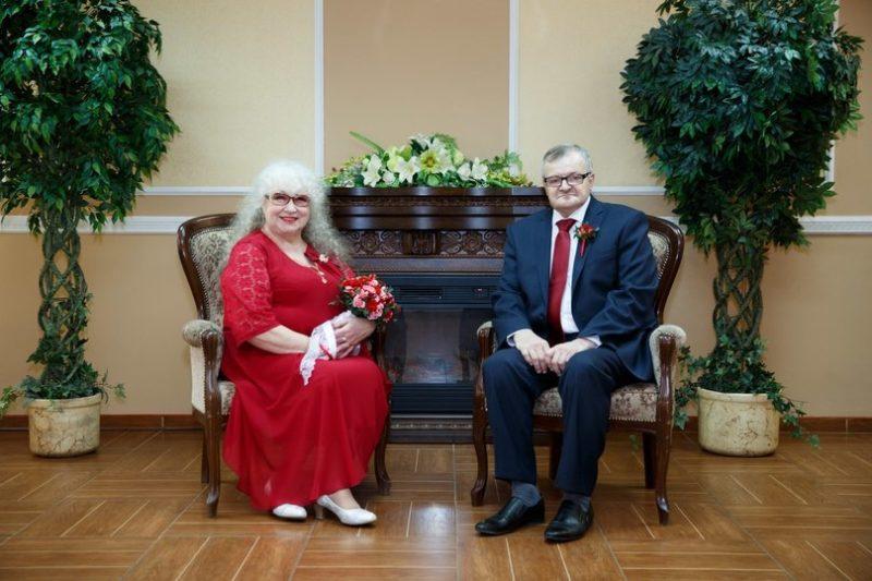 Вот как живет женщина, которая впервые вышла замуж только в 60 лет