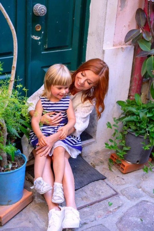 «Так сильно хотела ребенка, что как только появился, сразу отдала!»: как Савичева решила воспитать свою дочь
