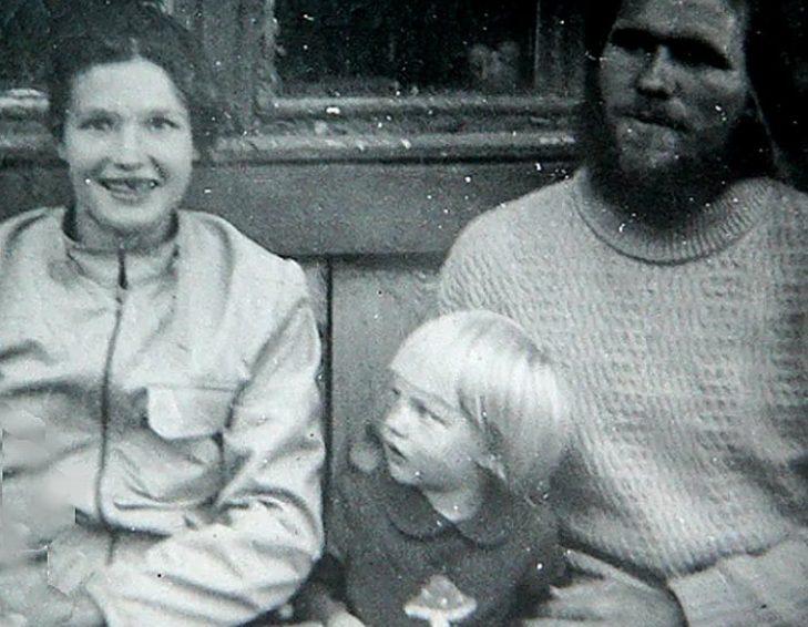 16-летняя Анна «увела» отчима у родной матери и сбежала с ним в тайгу