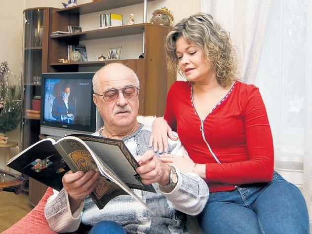 Когда они поженились, ему было 46, а ей – всего 18 лет. Их браку уже 33 года