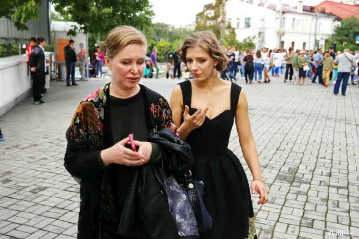 Кто такая и как выглядит тёща Авербуха, мама Арзамасовой, благодаря которой девушка и стала известной