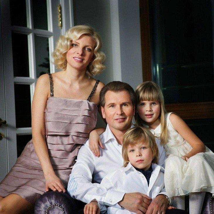 Двойняшкам уже по 20: вот как выглядят дети Малинина и его красавицы-супруги
