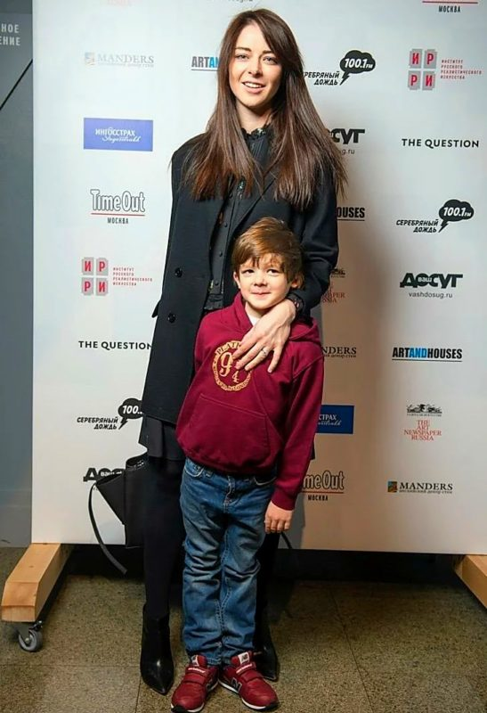 Вот как выглядят дети и нынешний, третий по счету, супруг 37-летней актрисы Марины Александровой