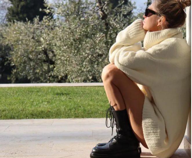 «Ножки, как у девочки!»: Вера Брежнева в свитере восхитила поклонников