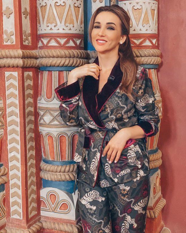 «В пижаме на улицу?»: поклонники раскритиковали непонятный наряд Анфисы Чеховой
