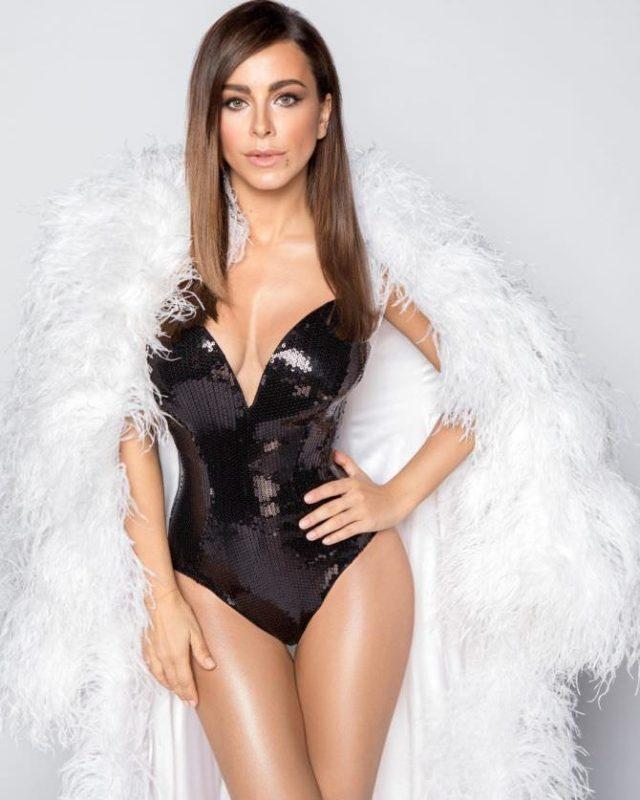 «Фигура — мечта абсолютно каждой девушки»: 42-летняя Ани Лорак показала свои роскошные формы