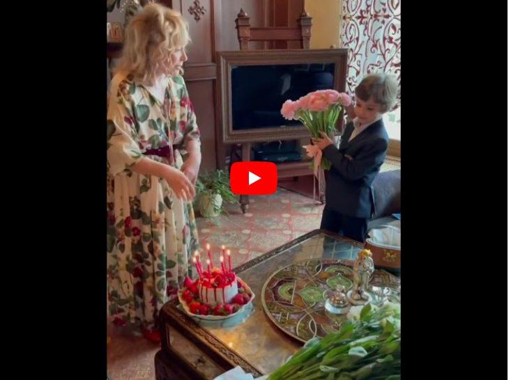 «Миллион белых роз и ягодный торт»: вот как Галкин вместе с детьми поздравил Аллу с 72-летием
