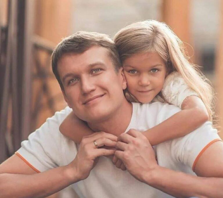 Красавец-актёр Анатолий Руденко: вот как выглядит его супруга и дочка, которая очень похожа на него