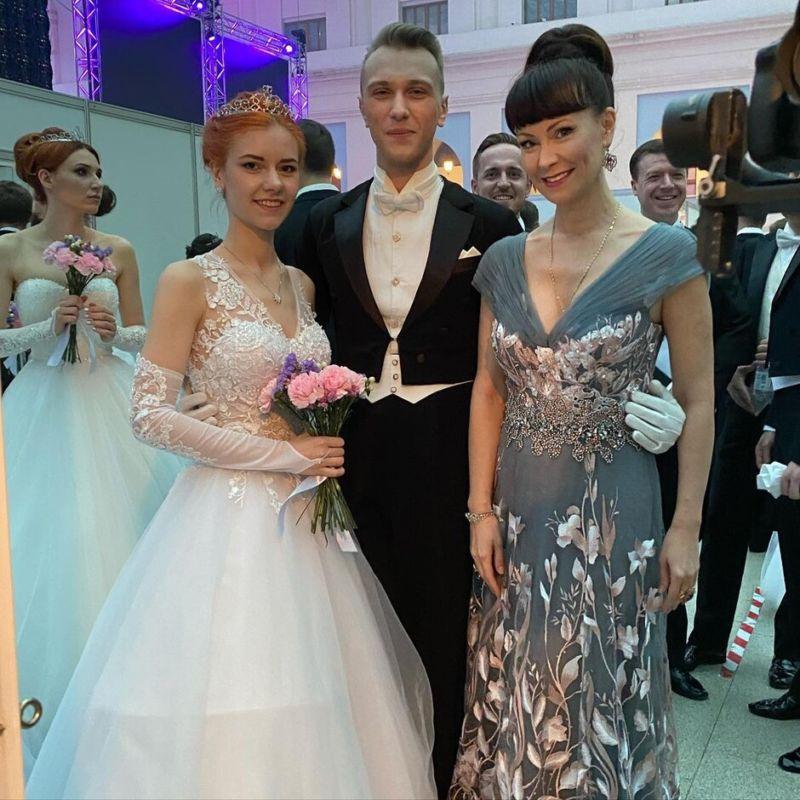 Прекрасная Нона Гришаева показала повзрослевшую дочь на Венском балу