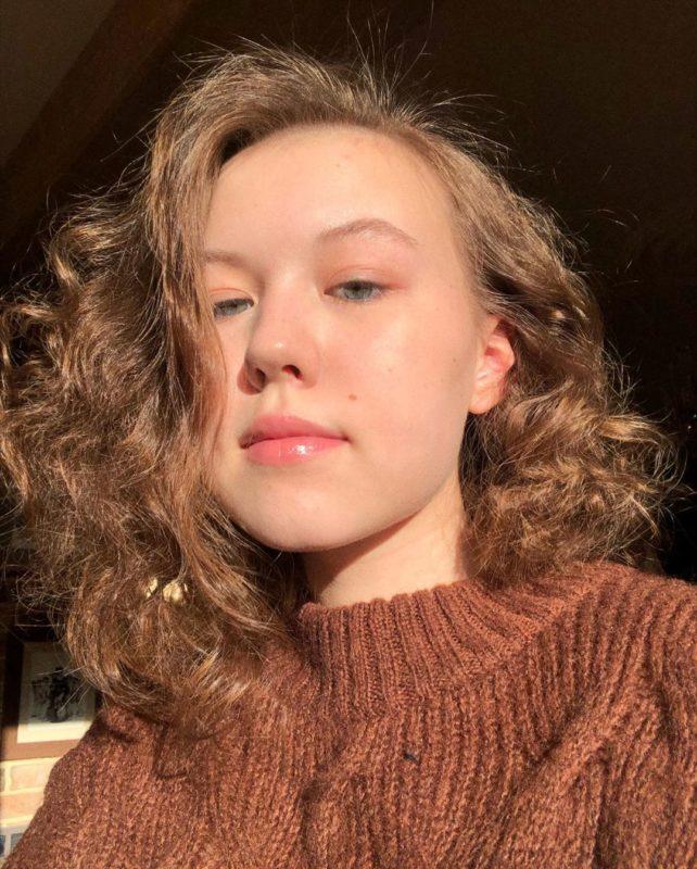 Внучка Веры Алентовой и Владимира Меньшова настоящая красавица, ей сейчас 18 леы