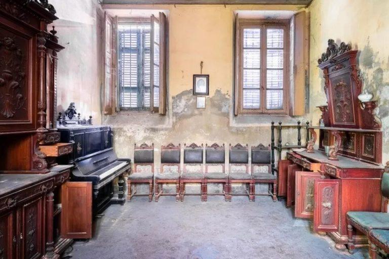 Итальянский фотограф случайно забрел в старую виллу и сделал завораживающие снимки