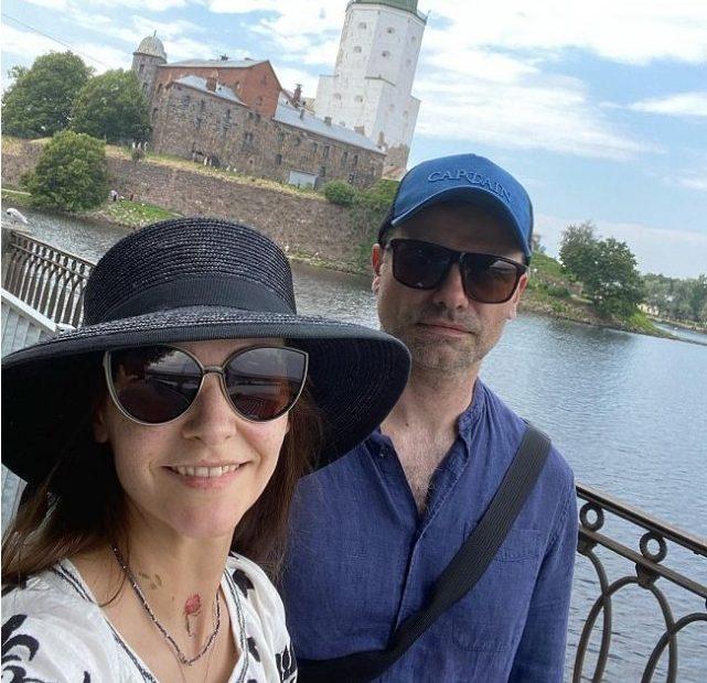 Глафира Тарханова опубликовала редкие фото с супругом и детьми