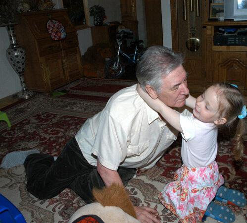 Девочка-сирота: снимок позднего ребёнка Алексея Беляева, вот как она выглядит сегодня
